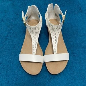 NWOT Kenneth Cole Reaction White Sandals Size 8.5